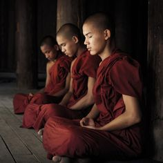 ^Meditating Buddhist monks, Bagan, Myanmar