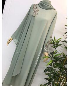 Photo by Yasemin Deşat on January Modest Fashion Hijab, Hijab Style Dress, Abaya Fashion, Fashion Dresses, Abaya Style, Mode Abaya, Mode Hijab, Islamic Fashion, Muslim Fashion