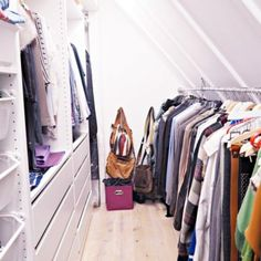 Endlich Ordnung im Kleiderschrank! Eine Schritt für Schritt-Anweisung mit Video! Capsule Wardrobe, Wardrobe Rack, Furniture Decor, Bedroom Furniture, Modern Garden Design, Interior Accessories, Life Hacks, Elegant, Closet