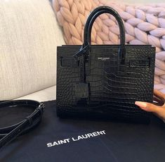 designer handbags and purses for women Cute Handbags, Purses And Handbags, Popular Handbags, Luxury Bags, Luxury Handbags, Luxury Purses, Leather Handle, Leather Bag, Brown Leather