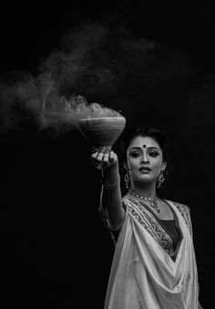 This is my Photography School project. I just love Bengali Culture it's so rich, Language, cloths basicly everything. I choose to shoot bengali culture. Thank You Udaan School Of Photography Mumbai for teaching me photography. Portrait Photography Poses, Indian Photography, Photography Women, Portraits, Bengali Art, Bengali Culture, Bengali Bride, Indian Photoshoot, Saree Photoshoot