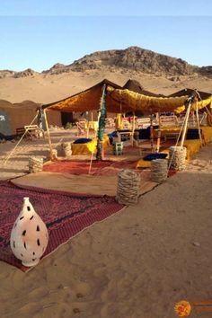 Morocco Desert camp in Sahara Desert - Marrakech adventures Desert Oasis, Desert Nomad, Desert Life, Desert Aesthetic, Camping Aesthetic, Casablanca, Bedouin Tent, Outdoor Cafe, Morocco Travel