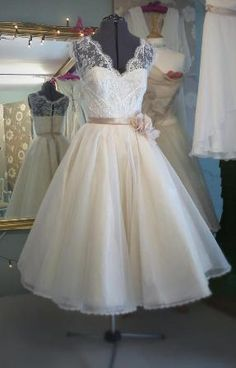 JOANNE FLEMING DESIGN Brighton based designer Joanne Fleming has created a beautiful collection of wedding dresses that are exclusive to Vintage Bride in Ireland. Within the range are dresses inspired by the Hollywood glamour of the 1930s, and 1950s tea length full circle dresses.