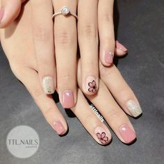 Flores • Square Nail Designs, Pretty Nail Designs, Simple Nail Art Designs, Acrylic Toe Nails, Shellac Nails, Nail Manicure, May Nails, Hair And Nails, Subtle Nails