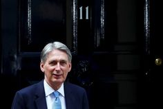 © Reuters. Britain's new Chancellor of the Exchequer, Philip Hammond, waits to…