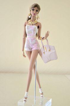 Looks like Ivanka. Barbie Und Ken, Barbie Top, Barbie Dolls Diy, Barbie Fashionista Dolls, Sewing Barbie Clothes, Barbie Clothes Patterns, Doll Dress Patterns, Barbie Gowns, Barbie Dress
