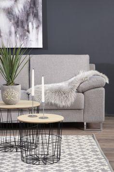 Tunnelmallisia harmaan sävyjä viileään iltaan ❄ Malli: Poet Vaihtoehdot: 2- ja 3-istuttava sohva, modulisohva, tuoli, rahi Jälleenmyyjä: Sotka-myymälät  #pohjanmaan #pohjanmaankaluste  #koti #sohva #olohuone #livingroominspo #livingroomdecor