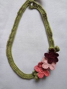Little Treasures: Flower Necklace - free pattern {updated}