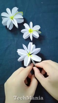 """Flower+Folding Paper Stars """" DIY Crafts For Kids """" Fun ! paper paper napkins paper to the moon Cool Paper Crafts, Paper Flowers Craft, Paper Crafts Origami, Giant Paper Flowers, Flower Crafts, Diy Flowers, Diy Paper, Diy Crafts, Origami Paper"""