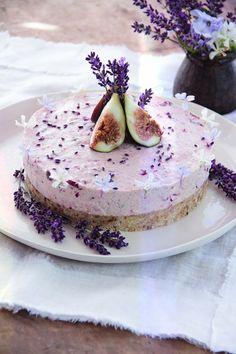 oui je t'aime aussi: RECIPE: Raw fig, cherry, lavender & honey cake