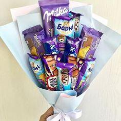 Candy Birthday Cakes, Cute Birthday Gift, Birthday Diy, Candy Bouquet Diy, Gift Bouquet, Chocolate Milka, Chocolate Gifts, Candy Gift Box, Candy Gifts