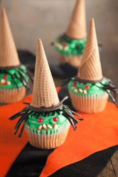 Paula Deen Wicked Candy Bar Cupcakes: http://www.pauladeen.com/recipes/recipe_view/wicked_candy_bar_cupcakes/  #witch #Halloween #cupcakes