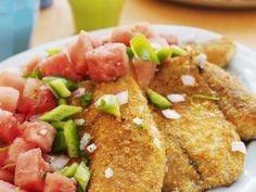 Fisch mit Cornflakes-Kruste und Gemüsesalat ist ein Rezept mit frischen Zutaten aus der Kategorie Gemüsesalat. Probieren Sie dieses und weitere Rezepte von EAT SMARTER!