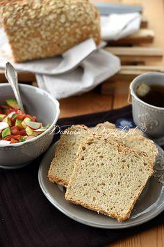Chleb z płatkami owsianymi i serkiem na zakwasie