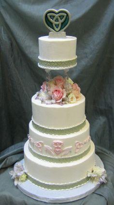 Celtic Cake with a Claddagh Design Tall Wedding Cakes, Beautiful Wedding Cakes, Gorgeous Cakes, Pretty Cakes, Wedding Cake Toppers, Celtic Wedding, Irish Wedding, Irish Cake, Wedding Cake Designs