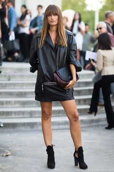 Caroline de Maigret throwing some cool around in Paris. French Chic, French Style, All Black Outfit, Parisian Chic, Leather Fashion, Autumn Winter Fashion, Style Icons, Style Me, Personal Style