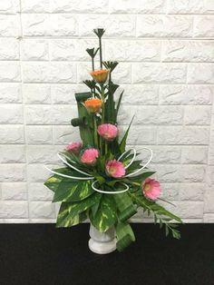 Hotel Flower Arrangements, Ikebana Flower Arrangement, Arte Floral, Fresh Flowers, Beautiful Flowers, Hotel Flowers, Modern Floral Design, Church Flowers, Flower Bouquet Wedding