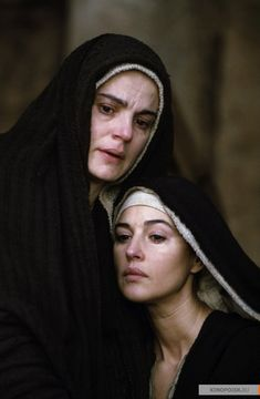Monica Bellucci and Maia Morgenstern Passion Of Christ Images, La Passion Du Christ, Blessed Mother Mary, Blessed Virgin Mary, Christ Tattoo, Monica Bellucci Photo, Marie Madeleine, Mary Magdalene, Jesus Christ