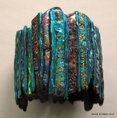 Bredt armbånd. Cuff bracelet. Friendly plastic.