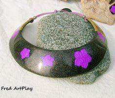 plastron en argile polymère noir, violet et doré