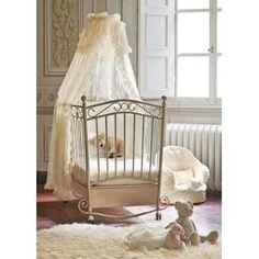 Μεταλλικό κρεβάτι Alina σε χρώμα antique cream. Ένα κρεβατάκι που θυμίζει αντίκα, μας μεταφέρει σε μια άλλη εποχή. Ιδανικό για βρεφικό δωμάτιο σε ρομαντικό στυλ. Για να κοιμίσει μια πραγματική πριγκίπισσα ή ένα γοητευτικό πρίγκιπα.  http://www.bebemaison.gr/product_detail.jsp?prdId=PICCI-743&extLang=