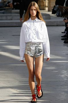 See the complete Isabel Marant Spring 2016 Ready-to-Wear collection.