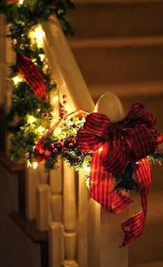 DWELLINGS-The Heart of Your Home: CHRISTMAS ~ OH WHAT FUN IT IS! ALL CHEERY and BRIGHT!