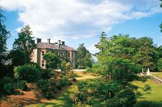 Hotel Tinakilly Country House im Co. Wicklow in Irland Country Hotel, Country House Hotels, Irish Sea, Acre, Places To See, Ireland, Mansions, House Styles, Image