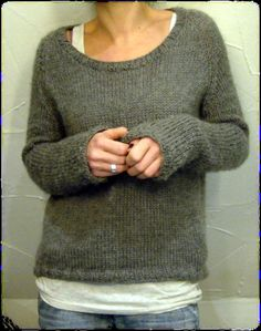 Strickanleitung il grande favorito von Isabell Kraemer -Thanks kuschelfeinmaschendesign for this post.Knitting instructions il grande favorito by Isabell Kraemer // Il grande favorito is a sweater with a comfortable width that is knitted seam# diy Love Knitting, Sweater Knitting Patterns, Knit Patterns, Knitting Sweaters, Easy Knitting, Knitting Stitches, Knitting Projects, Look Fashion, Ravelry