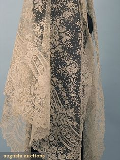 1860-1870 Brussels Lace Wedding Veil: Large triangular shape, hand made Brussels bobbin lace appliqued on m-m cotton net, dense fern & flower design