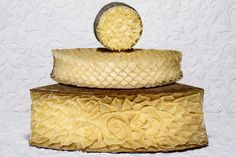 Cheeeeese….Dessine moi un plateau Cheese Cave, Queso Cheese, Wine Cheese, Food Design, All Design, Milk Factory, Grapes And Cheese, Party Sweets, Cheese Bites