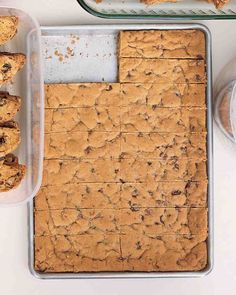 Chocolate Chip Cookie Bars - Martha Stewart Recipes~ these would be perfect for… Köstliche Desserts, Delicious Desserts, Dessert Recipes, Yummy Food, Dessert Healthy, Brownie Recipes, Bar Cookie Recipes, Cookie Tips, Cookie Swap