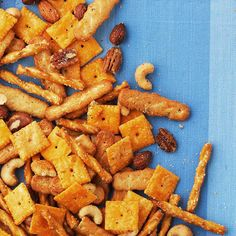 Crunchy Cracker Snack Mix (Easy Snacks) Customize this snack mix to make it your own. Swap in your favorite bite-size crackers or nuts and change up the seasoning mix for a whole new flavor combo. Snack Mix Recipes, Yummy Snacks, Appetizer Recipes, Cooking Recipes, Yummy Food, Snack Mixes, Vegan Appetizers, Quick Snacks, Yummy Yummy