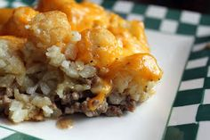 Craving Comfort: Tater-Tot Casserole 1 lb lean ground beef medium onion, chopped 1 ounce) can condensed cream of celery or cream of chicken soup (undiluted) 1 package frozen tater tots 1 cup shredded cheddar cheese salt & pepper I Love Food, Good Food, Yummy Food, Tasty, Hamburger Tater Tot Casserole, Tator Tot Casserole Recipe, Tatertot Breakfast Casserole, Tator Tot Hotdish Recipes, Tater Tot Bake