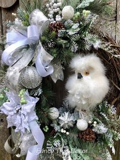 How To Video Winter owl wreath tutorial wreath tutorial how image 4 Christmas Wreaths To Make, Christmas Owls, Holiday Wreaths, Holiday Crafts, Vintage Christmas, Christmas Decorations, Holiday Decor, Christmas Ornaments, Christmas Ideas