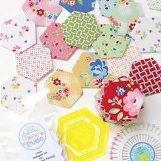 English Paper Piecing -Allie and the Dude Arbor Blossom Hexagons English Paper Piecing, Quilting 101, Hexagons, Diy Tutorial, Minis, Quilt Patterns, Easy, Quilts, Holiday Decor
