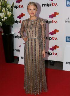 MAGGIE GYLLENHAAL  Para la ceremonia de apertura del Mercado Internacional de Programas de Televisión, MIPTV, en Cannes, la actriz apostó po...