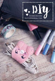 KuneCoco • DIY • Schweine-Kopfhörerhalter • Kabel-Halter selbst gemacht Knooking, Felt Crafts, Diy Crafts, Pretend Food, Felt Dolls, Craft Tutorials, Pin Cushions, Crafts For Kids, Projects To Try