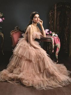 Lush Long Gowns and the best of Bollywood Fashion. Check out the top 10 designer gowns to inspire your own Indian reception gown from the 2017 Filmfare. Mode Bollywood, Bollywood Fashion, Hijab Fashion, Fashion Outfits, Bollywood Outfits, Fashion Beauty, Indian Celebrities, Bollywood Celebrities, Designer Gowns