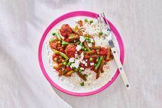 Kijk wat een lekker recept ik heb gevonden op Allerhande! Rijst met vega balletjes, sperziebonen & tomatensaus Meatless Monday, Couscous, Food And Drink, Menu, Rice, Vegetarian, Tacos, Baking, Healthy