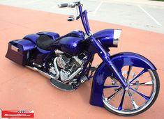 Slammed Harley Road King with a 23-inch front wheel. #harleydavidsonroadkinggirls