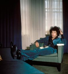 pictures of jimi hendrix in blue velvet suit | gty jimi hendrix london home 1967 thg 121120 wblog Jimi Hendrixs 70th ...