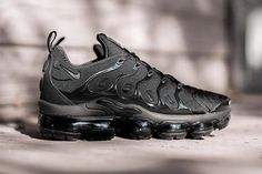 Nike Air VaporMax Plus to Release in Black Colorway - EU Kicks: Sneaker Magazine Air Max Sneakers, Shoes Sneakers, Shoe Releases, Dope Outfits For Guys, Sneaker Magazine, Basketball Sneakers, Shoe Game, Nike Sportswear, Sport Outfits