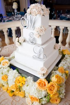 Elegant and Sexy Wedding in Atlanta with Southern Charm photographerhttp://www.tunjistudio.com/.. #weddingcake #wedding