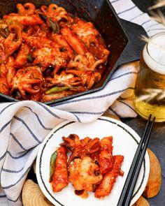 Easy Korean Recipes, Korean Drinks Recipe, Asian Recipes, Healthy Recipes, Korean Baby Octopus Recipe, Korean Shrimp Recipe, Octopus Recipes, Rice Cake Recipes, Korean Food Recipes