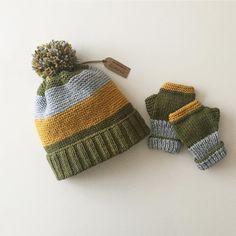 """Instagram'da Zümrüt: """"🍁🍁🍁 Bu defa yeğenim için..🎁 İp Bravo Originals Şiş no 3.5mm Şapka başlangıç 100 ilmek Şapka,eldiven tarifi sayfamda biraz altlarda ki…"""" Crochet Kids Hats, Crochet Boots, Crochet Beanie, Crochet Baby, Knitted Hats, Knit Crochet, Baby Hat Knitting Pattern, Loom Knitting, Baby Knitting"""