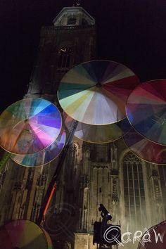 Deventer Kerk en de kleurencirkels (Compagnie Off) Compagnie Off, Les Roues De Couleurs, kleuren, rad, dansparade, Deventer Op Stelten, DOS14, Deventer Op Stelten 2014
