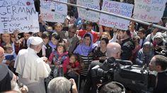 I componenti di tre famiglie siriane, dodici persone in tutto tra cui sei minori, imbarcati sull'Airbus A320 che ha riportato il Papa nella Capitale. Il