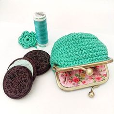 Just finished this cute purse and now having mint Oreo as my treat 🍪  #oreo #mint #break #coinpurse #pouch #pink #flowerfabrics #insta #fashion #beautiful #crochet #mothersdaygift #giftideas #love #instgood #happywednesday #sweet #biscuits #santtuqs #treat #girlythings #vintagestyle #vintage #storage #santtuqspattern