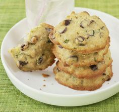 These cookies are made with freshly shredded zucchini and a little lemon juice, giving these easy drop cookies a nutritious boost. Cream Cheese Lemon Cookies, Lemon Sugar Cookies, Biscuit Spread, Lemon Glaze Recipe, Best Zucchini Recipes, White Chocolate Recipes, Chocolate Chips, Lemon Curd Filling, Deserts